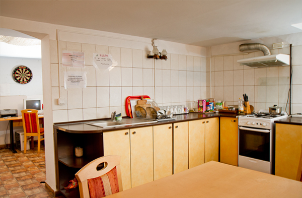 kitchen_friens_hostel_bucharest_romania_1