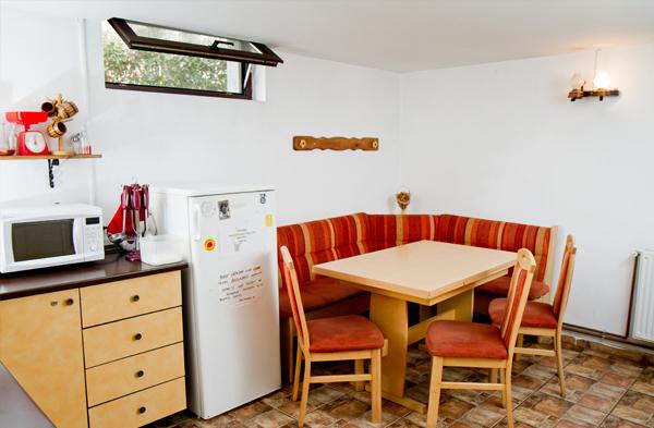 kitchen_friens_hostel_bucharest_romania_2